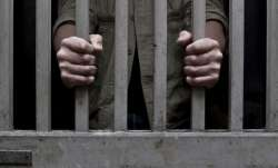 Maharashtra: Undertrial smuggles 10 blades in his stomach