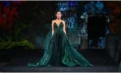 Kareena Kapoor Khan stuns in bright green ensemble with plunging neckline at Lakme Fashion Week (Pic