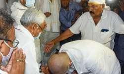 LJP Chief Chirag Paswan seeks blessing from Bihar Chief Minister Nitish Kumar during shradh rituals