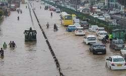 Maharashtra: Rains disrupt traffic on Mumbai-Bengaluru