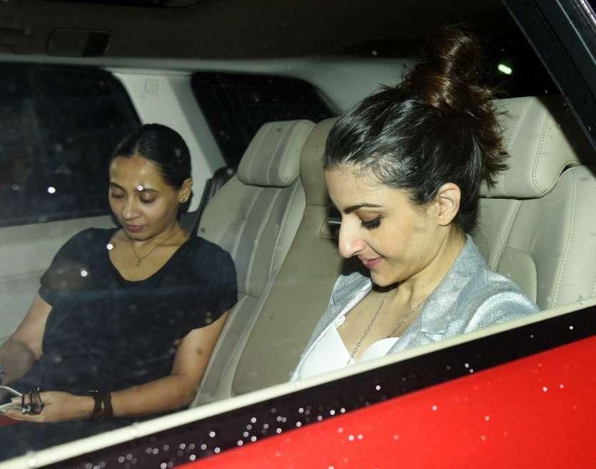 Soha Ali Khan glowed like a star as she arrived for the movie screening. She was accompaniedby husband Kunal Khemu.