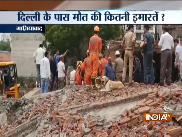 NDRF team is trying to rescue the trapped people from the